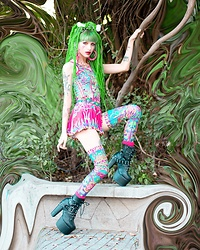 Alina Kireyeva - Demonia Boots, Nixi Killick Tights, Nixi Killick - Psychedelic weekend