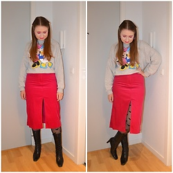 Mucha Lucha - H&M Sweatshirt, & Other Stories Skirt, H&M Tights, Second Hand Boots - Mickey Mouse tights