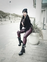 Batslover - Onlymaker Goth Chunky Boots, H&M Faux Leather Pants, H&M Buffy The Vampire Slayer Crop Hoodie, Zeeman Ac/Dc Beanie - Winter beach look