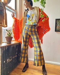 Luna Nova - Vintage Crochet Cape, Vintage Simpson'S T Shirt, Vintage Plaid Pants, Vintage Boots - Say cheese!