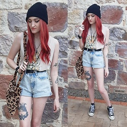 Kc - Cotton On Mom Shorts, Cotton On Tiger Shirt, Converse High Tops, Aliexpress Fluffy Bag - Summer Casual