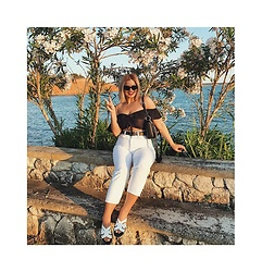 Sissi Stan - Zara Butterfly Top, Zara White High Waisted Jeans, Yfantidis White Sandals, Pull&Bear Black Leather Belt - Summer fashion TB 01 ig-sissi_stan