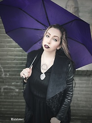 Batslover - Alissaoddities Dracula Necklace, Tattooed Now Mandala Sun Temporary Tattoo, Halens Coat - Under the rain