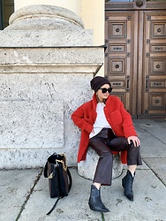 Anna Borisovna - Liv Bergen Coat, Arket Beanie, Sandro Paris Leather Pants, Boots, Hvisk Bag - The red teddy coat
