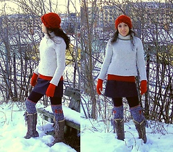 Nikolatina - Gap Wool White Turtleneck Jersey, Indiska Knee Handmade Socks, Tmberland Snow Boots - To the knee