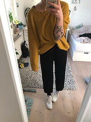 Kelly Doll - Wide Pants, Mustard Yellow Sweater, Nike White Sneakers - 80s pants