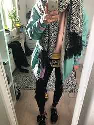 Kelly Doll - Asos Oversized Scarf, Bershka Pink Sweater, Fila Oldschool Vintage Jacket, Adidas Black Leggings, Obey Yellow Fanny Bag, Reebok Black Sneakers - Kinda trashy kinda like