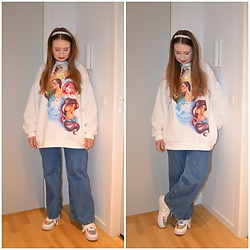 Mucha Lucha - Bershka Sweatshirt, H&M Jeans, Nike Sneakers - Oversized and super comfy