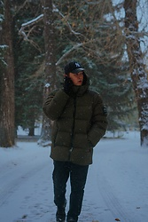 Mat Harvey - New Era Yankee, Roots Winter Jacket - Winter Walk