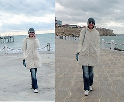 Galina K - Defacto Coat, Galliano Jeans, Shein Beanie, Avon Bag - Sea view
