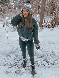 Elizabeth Bradley - Forever 21 Coat, Revolve Combat Boots - Snow day look