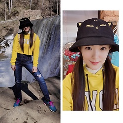 Ming Francis - Five Plus Hoodie, Miss Sixty High Waist Jeans, New Balance Sneakers, British Museum Cat Hat - Let's go hiking