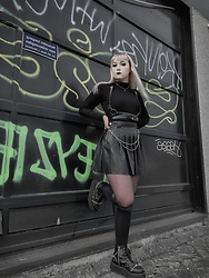 Sanne E - Bershka Leather Tennis Skirt, Demonia Creeper 565 Chained Platform Oxford - Green Spring Grunge Look