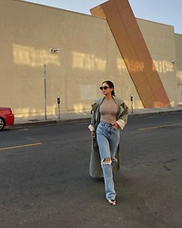 Sakura Chih-Ming -  - High rise jeans outfit