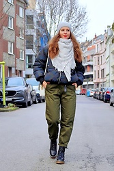 Rimanere Nella Memoria - Zara Pants, Only Boots - Khaki Winter Pants