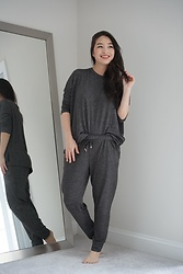 Kimberly Kong - Sunday Citizen Jogger Pant, Sunday Citizen Relaxed Pullover - Sunday Citizen Loungewear: Review + Giveaway