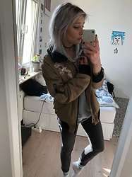 Kelly Doll - Levi's® Grey Jeans, Adidas White Socks, Brutalknack Grey Sweater - Ready for lost places
