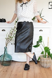 Hasche - Dorothy Perkins Petite Faux Leather Skirt, Zara Clogs, Liz Lisa Blouse - Petite Fashion Outfit with long faux leather skirt