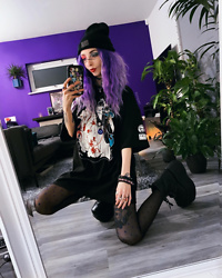 Kimi Peri - Uniwigs Purple Hair, Platform Boots, Dotted Tights, Sarah Thursday Shirt, The Anti Life Beanie, Selfmade Necklace - Yomeiri 💜💙