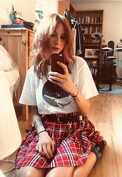 Gabi Moliver - Bbc Earth White T Shirt - Feelin' Grunge