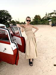 Anna Borisovna - H&M Sunglasses, H&M Dress, Arket Shoes - The Popeline Dress