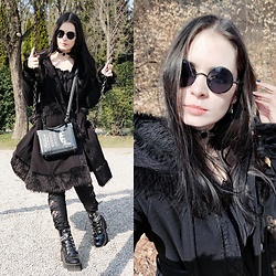 Raven von Strange - Killstar Bag, Pyon Coat, Nightmare Hive Choker, Gdgydh (They Sell On Aliexpress) Boots, Metal Liquor Earrings, Mine Were A Gift   Try Ali Express Sunglasses - Winter goth
