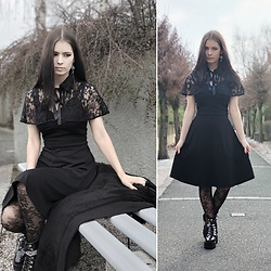 Raven von Strange - Scarlet Darkness Dress (Comes With The Cape), Gdgydh (They Sell On Aliexpress) Boots, Pamela Mann Tights, Fraeulein Bine Todschick Earrings - Gothic lace cape dress