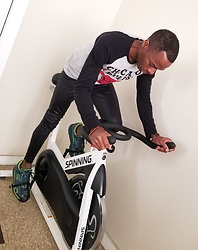 Thomas G - Spinning Spinner S1 Indoor Cycling Bike, Skechers Go Run Forza, Costume Tights Sandy (Grease), Unk Nba Chicago Bulls - Spin workout outfit