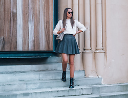Petite Paulina -  - Neutral Outfit