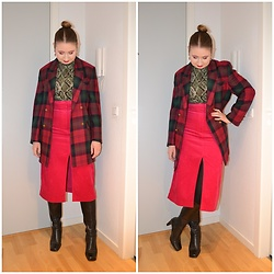 Mucha Lucha - Second Hand Blazer, H&M Roll Neck Top, & Other Stories Skirt, Second Hand Boots - Another difficult piece to style