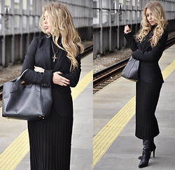 Sophia Bat - Dyrberg Kern Cross Dyberg, Mango Dress, Zara Jacket, Catwalk Boots - Ave Maria!
