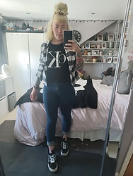 Beverley Bowen - Calvin Klein Tee, H&M Checkered Shirt, Tkmaxx Jeans, Vans High Tops - Casual ck