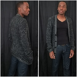 Thomas G - Zenana Outfitters Longsleeve V Neck Shirt, H&M Cardigan, Levi's Strauss & Co - Cardigan | V-neck shirt | Jeans