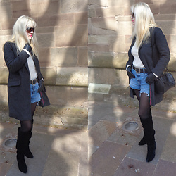 Alice Liddell -  - Blazer + denim shorts