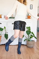 Hasche - Dunlop Wellies, Zara Socks, Knit Pullover, Faux Leather Shorts - Spring outfit with cheap Dunlop wellies