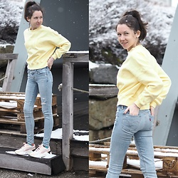Claire H - H&M Sweater, Levi's® Jeans, Puma Sneaker, Happy Socks - Sunny shining