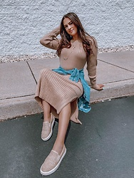 Elizabeth Bradley - Wayf Clothing Dress, Sam Edelman Shoes - IG: elizabeth.alejandra