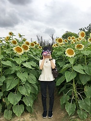 Flosmoony - Monki Top, Monki Pants, Nike Shoes, Lowrys Farm Hat - 2021/016 Sunflower Fieldtrip