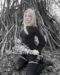 Joan Wolfie - Trued Apparel Bishop Sleeve Tunic, Black Milk Clothing Tights - PAGAN WITCH // IG: @joanwolfie